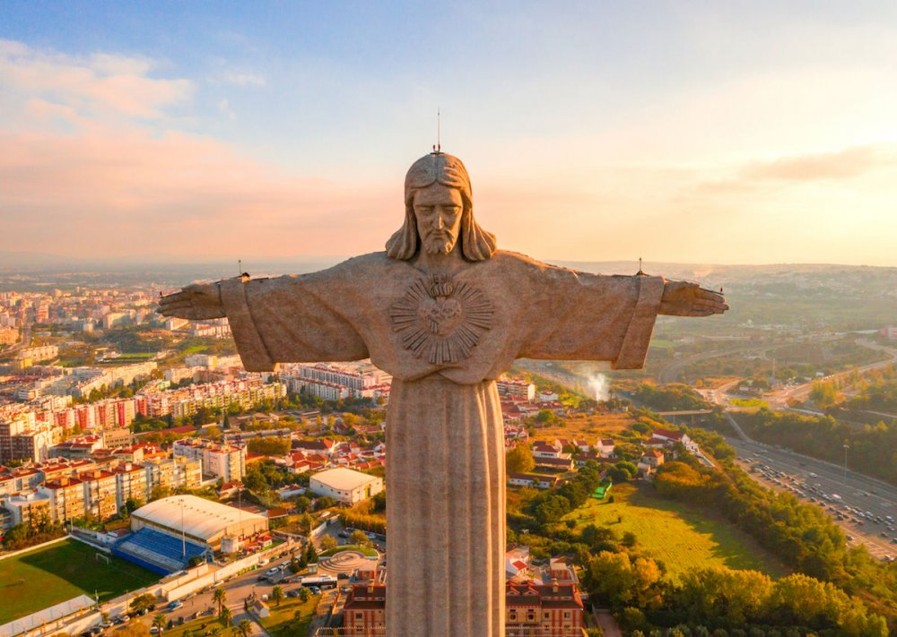 Jesus statues, Christ the Redeemer statues around the world