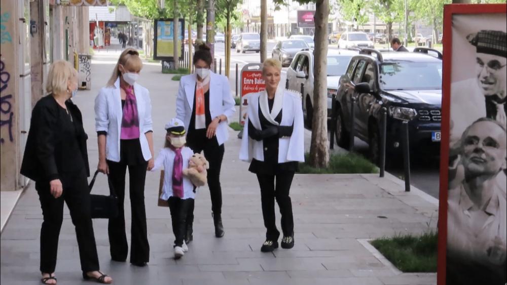 Doliu alb pentru Dichiseanu. Fosta soție, fiica și nepoata poartă la înmormântare culoarea preferată a actorului