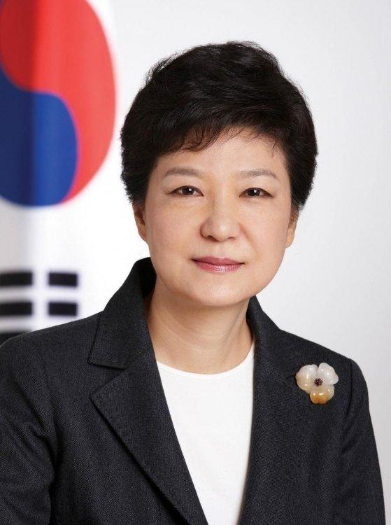 Imagini pentru president female south korea
