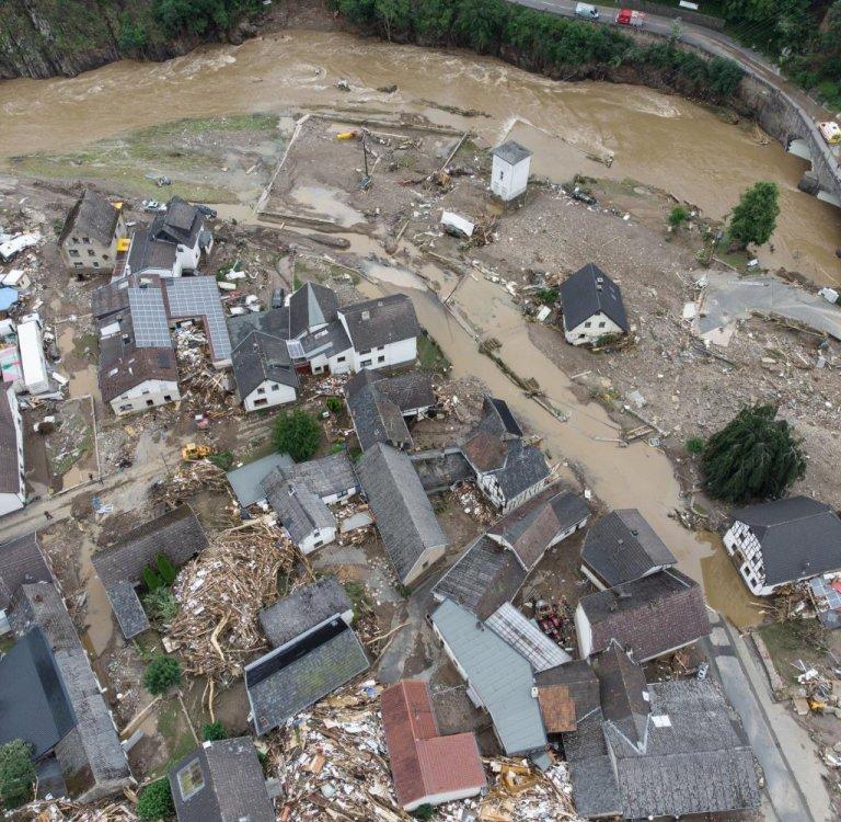 Weitgehend zerstört und überflutet ist das Dorf Schuld im Kreis Ahrweiler nach dem Unwetter mit Hochwasser