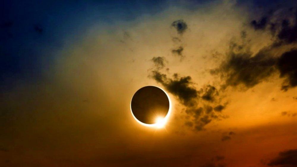 Eclipsă de Soare, vizibilă astăzi în România