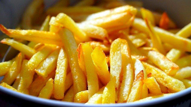 Analiză: Românii se dau în vânt după cartofii congelați din import. În Patria Cartofului sunt doar două fabrici de procesare