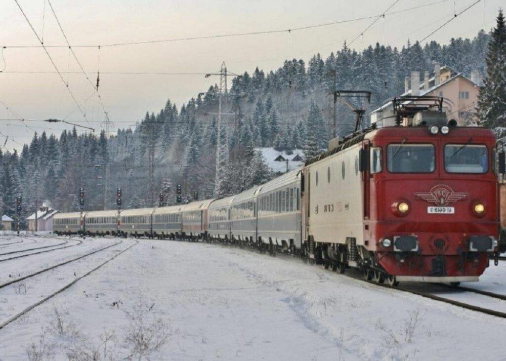 Trenuri CFR sau trenuri ale groazei? Călători captivi 26 de ore în tren, fără apă şi mâncare
