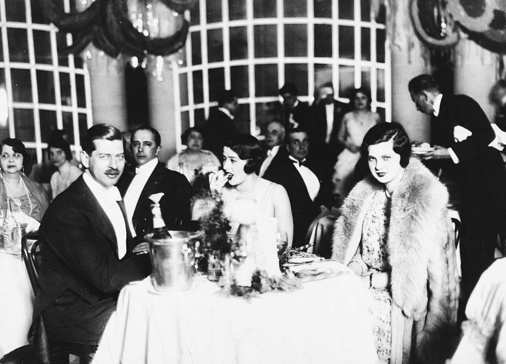 Istoria secretă. Mâncătoria românească din jurul Casei Regale, mutată în lumea spionilor CIA