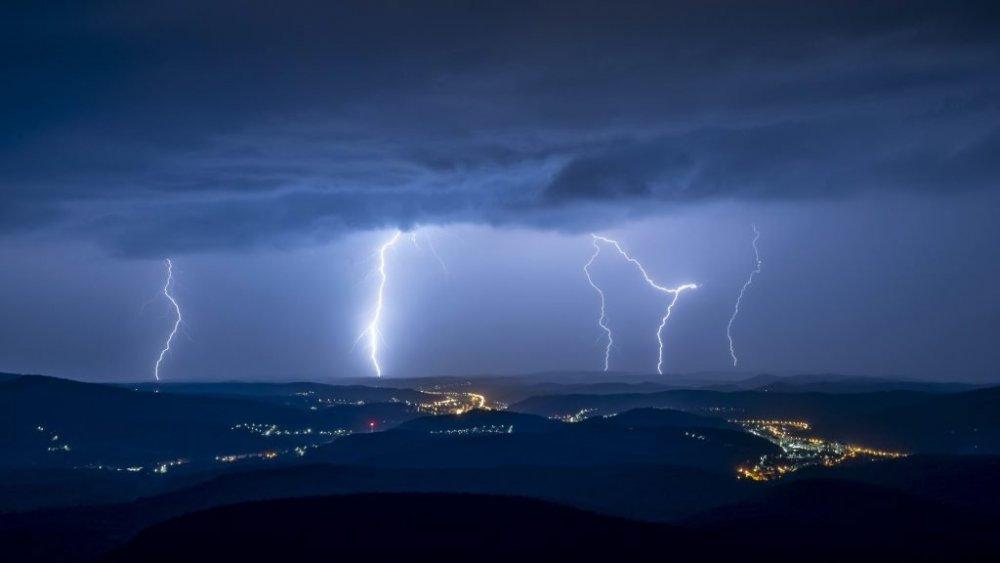 Fenomene neobișnuite în România. Vremea împarte țara în două. Cifre înspăimântătoare