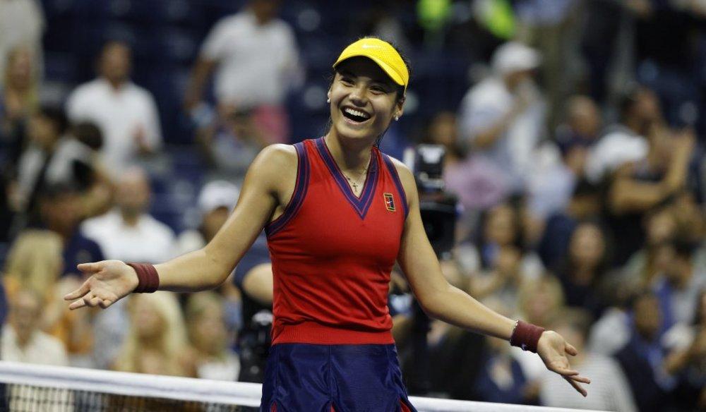 Performanță uluitoare pentru Emma Răducanu. S-a calificat în finala de la US Open și a intrat în istoria tenisului VIDEO