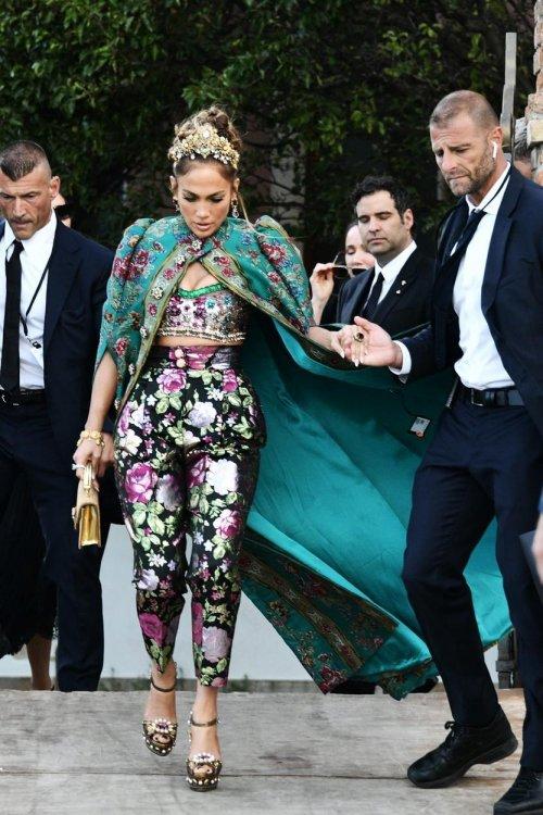 Jennifer Lopez fenséges D&G ruhában Velencében
