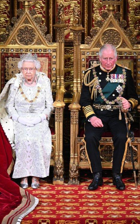 Regina-Elisabeta-renun%C8%9B%C4%83-la-tron.-Anun%C8%9Bul-%C8%99oc-din-Marea-Britanie-cine-%C3%AEi-ia-locul-%C3%AEn-cel-mai-scurt-timp-2.jpg