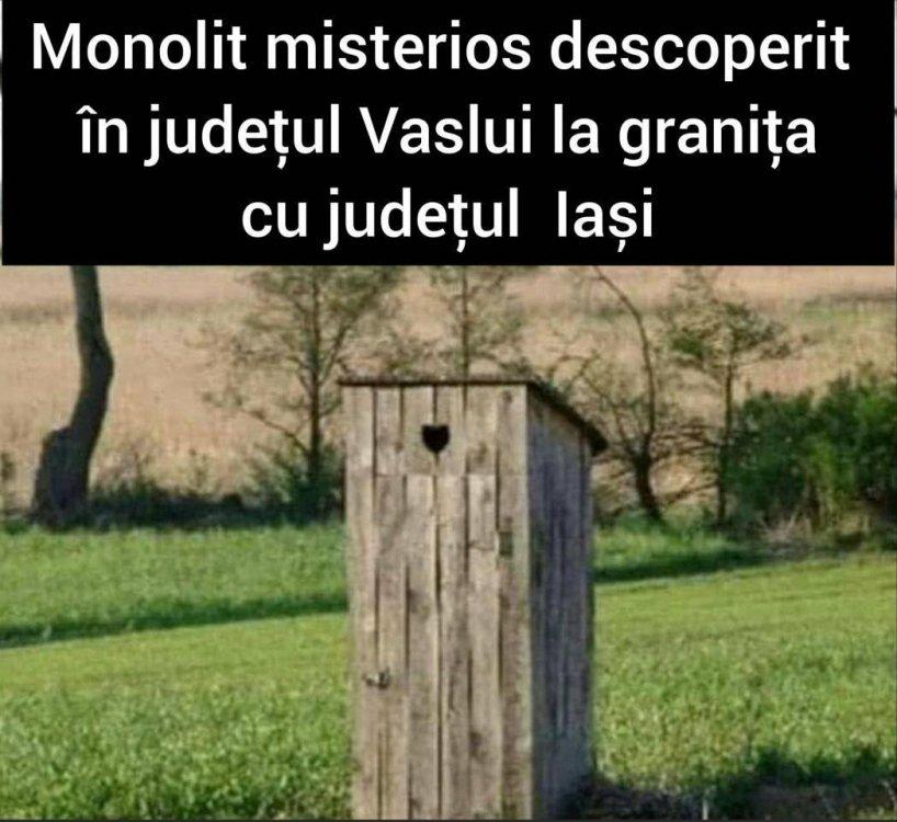 """Este posibil ca imaginea să conţină: text care spune """"Monolit misterios descoperit în județul Vaslui la granița cu județul lași"""""""