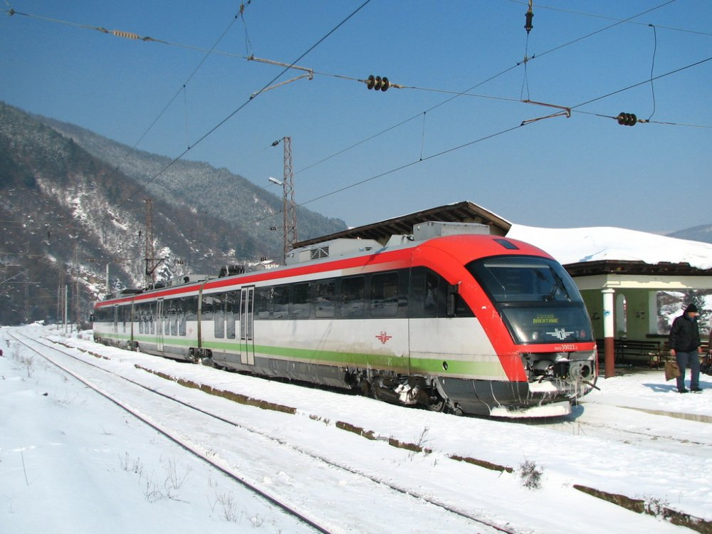Desiro_on_the_Sofia-Lakatnik_line%2C_14_February_2012.jpg
